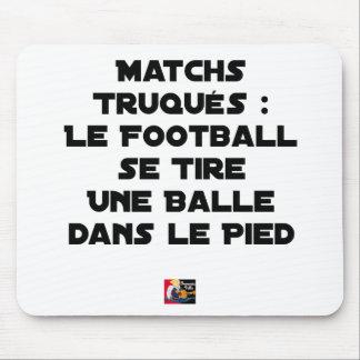 TAPIS DE SOURIS MATCHS TRUQUÉS, LE FOOTBALL SE TIRE UNE BALLE DANS