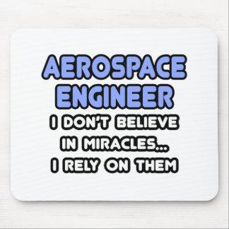 Tapis De Souris Miracles et ingénieurs aérospatiaux