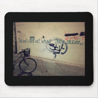 Tapis De Souris Mur de graffiti - les hiboux ne sont pas ce qui