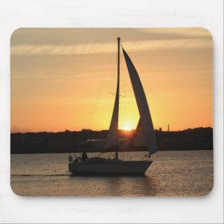 Tapis De Souris Navigation dans la baie de Cardiff au coucher du