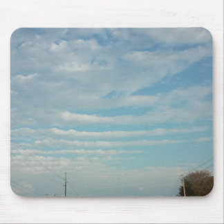 Tapis De Souris nuages d'ondulation de ciel bleu