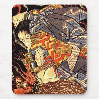 Tapis De Souris Oki aucun Jiro Hiroari tuant un tengu monstrueux
