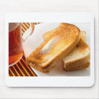 Tapis De Souris Pain grillé chaud avec du beurre sur un plan