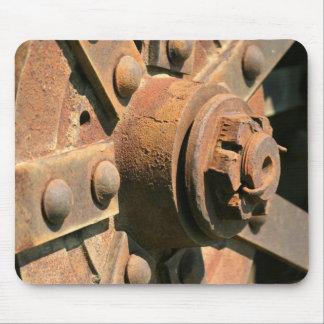 Tapis De Souris Photo de vieux moyeu et axe de roue rouillés de