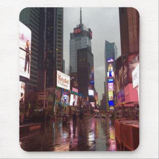 Tapis De Souris Photographie pluvieuse de Times Square de New York