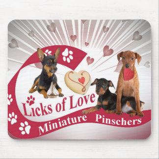 Tapis De Souris Pincher miniature lèche des cadeaux d'amour