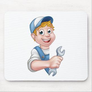 Tapis De Souris Plombier ou mécanicien tenant une clé