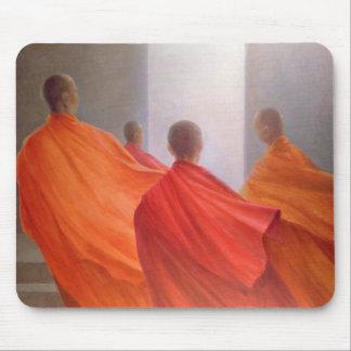 Tapis De Souris Quatre moines sur des étapes de temple