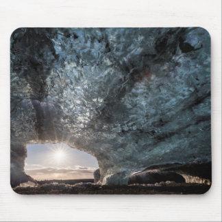 Tapis De Souris Regard d'une caverne de glace, l'Islande
