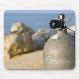 Tapis De Souris Réservoir de plongée à l'air sur la plage