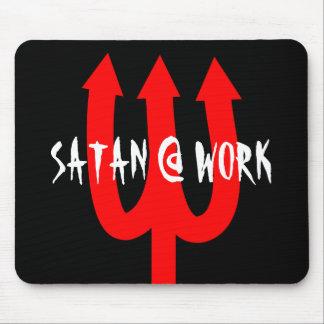 Tapis de souris satanique drôle avec la fourchette