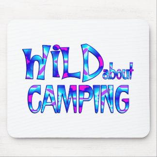 Tapis De Souris Sauvage au sujet du camping