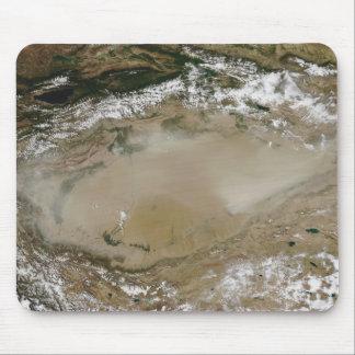Tapis De Souris Tempête de poussière dans le désert de Taklimakan,