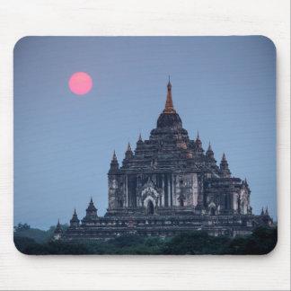 Tapis De Souris Temple bouddhiste au coucher du soleil