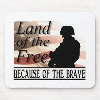 Tapis De Souris Terre du libre en raison des militaires courageux