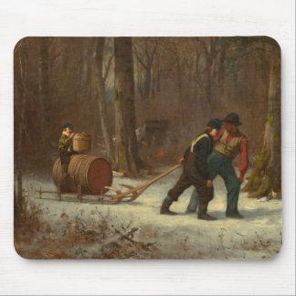 Tapis De Souris Traîneau de baril dans une forêt de Milou par E.