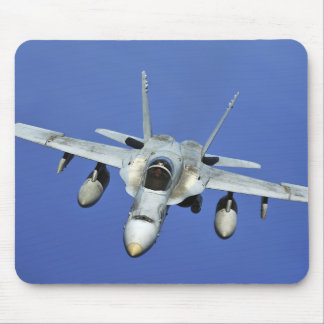 Tapis De Souris Un frelon F/A-18 participe à une mission
