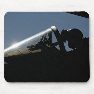 Tapis De Souris Un pilote se prépare au décollage