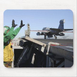 Tapis De Souris Un rôdeur d'EA-6B lance du poste de pilotage