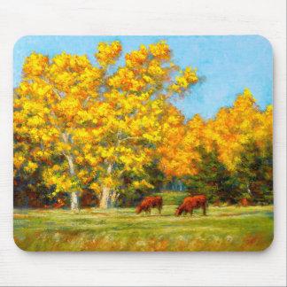 Tapis De Souris Vaches rouges sous les arbres jaunes Mousepad