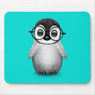 Tapis De Souris Verres de port d'oeil de pingouin mignon de bébé