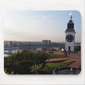 Tapis De Souris Vieille tour avec l'horloge dans la forteresse de
