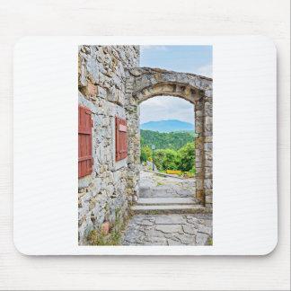Tapis De Souris Ville de vue de porte et de rue de pierre de