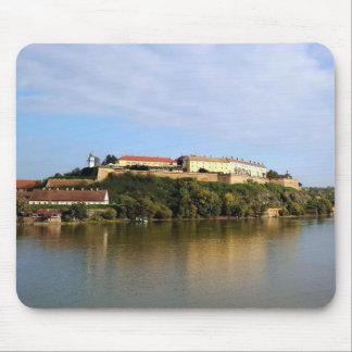 Tapis De Souris Vue à la forteresse de Petrovaradin près de Novi