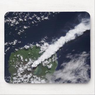 Tapis De Souris Vue satellite d'une plume épaisse et vapeur-riche