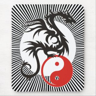 Tapis De Souris Yin et rayures ensoleillées noires du dragon | de