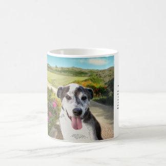 Tarte dans un domaine des dahlias (chien sur la mug