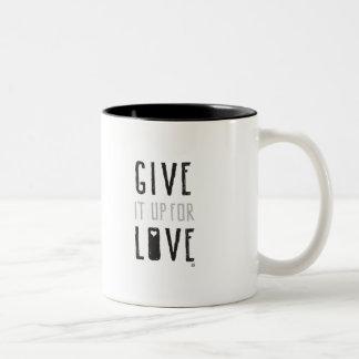 Tasse 2 Couleurs Donnez-le pour l'amour (la tasse)