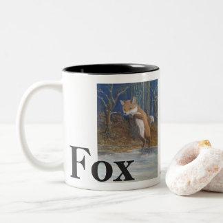 Tasse 2 Couleurs Renards. Fox sautant dans la neige