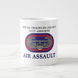 TASSE AÉROPORTÉE de BCT 101ST SPÉCIAL de MILLIARD Mug Jumbo