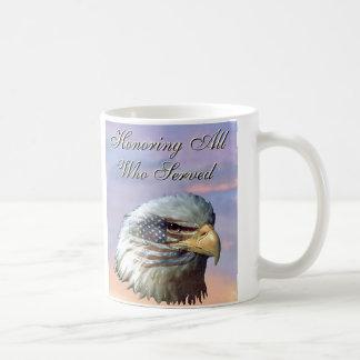 Tasse américaine de vétérans de drapeau d'Eagle