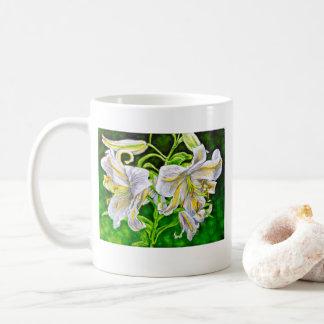 Tasse asiatique blanche de lis
