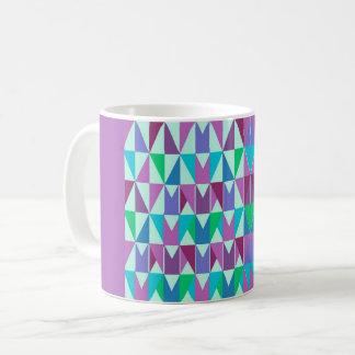 Tasse avec des échantillons de triangle stylischen