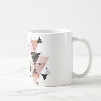 Tasse avec le thème de triangle