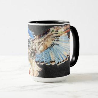 Tasse avec l'oiseau de la conception de proie