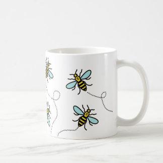 Tasse blanche classique d'abeille de travailleur