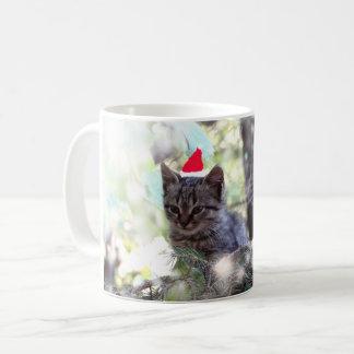 Tasse blanche classique de temps de Noël de chaton