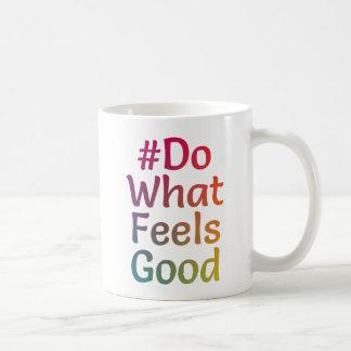 Tasse blanche colorée par #DoWhatFeelsGood