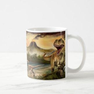 Tasse blanche de base de dinosaures prédateurs