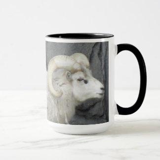 Tasse blanche de chèvre de montagne