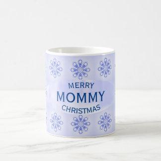 Tasse bleue de flocons de neige de maman de Noël