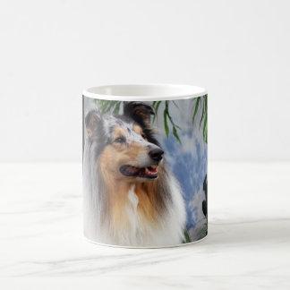 Tasse bleue de merle de beau chien de colley,