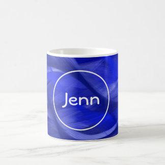 Tasse bleue de monogramme de remous