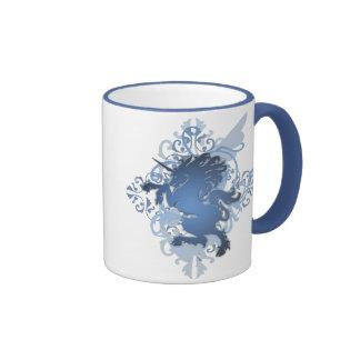 Tasse bleue de monogramme de sonnerie de licorne d
