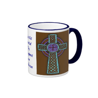 Tasse bleue de sonnerie de croix celtique en tonal
