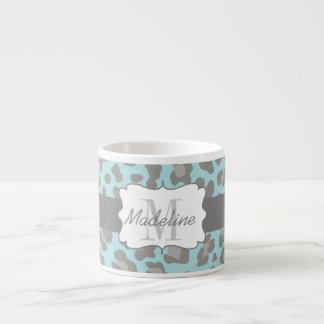 Tasse bleue et grise d'empreinte de léopard de
